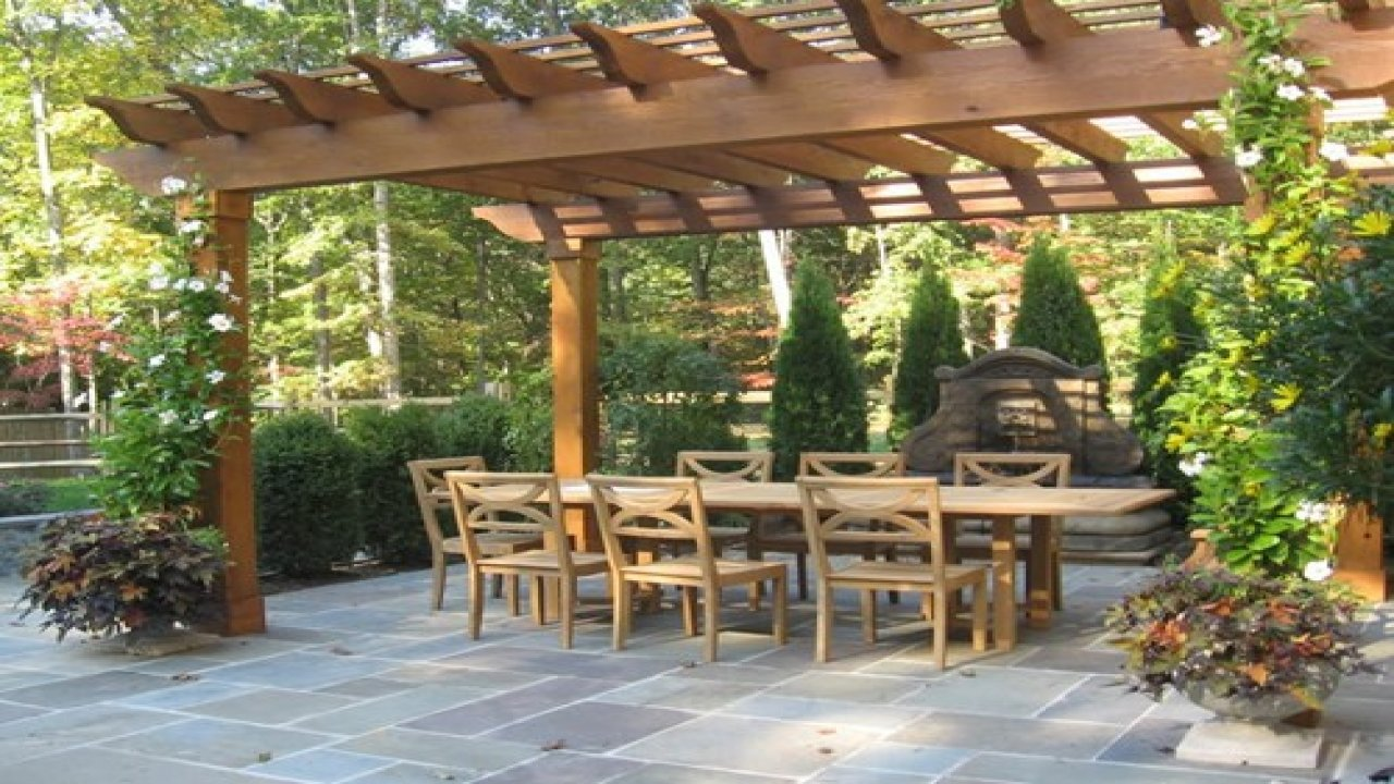 Add Essence To The Outdoor Place With Beautiful Pergolas Installation