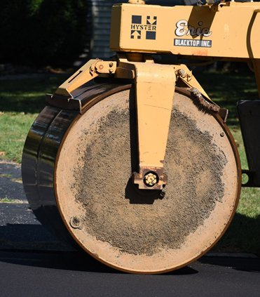 HOW TO CHOOSE A GOOD PAVING CONTRACTOR