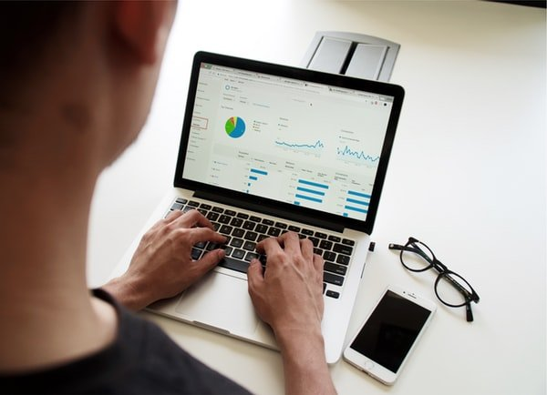 Reasons To Consider Broker CRM Software For Growing Your Business