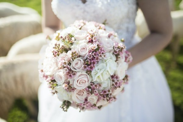 Why It Makes Sense To Consider A Wooden Flowers Wedding